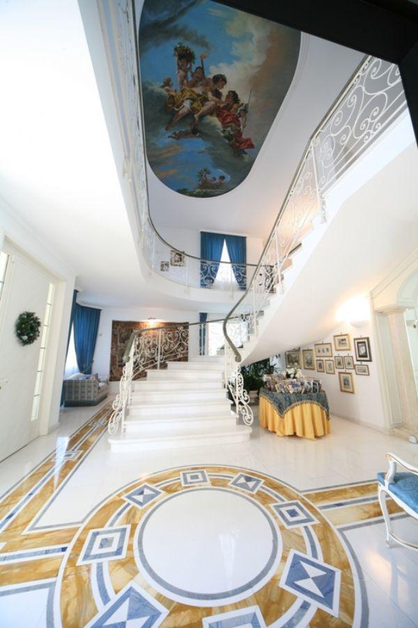 villa patrizia location per casting in lombardia. Black Bedroom Furniture Sets. Home Design Ideas