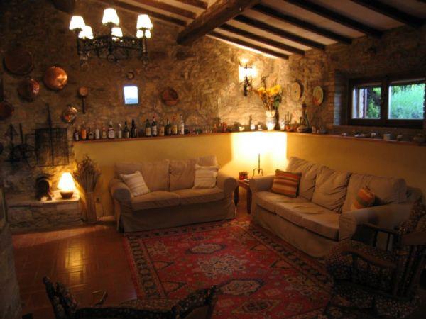 Splendido casale in pietra a montepulciano ville casali for Interni di casali ristrutturati