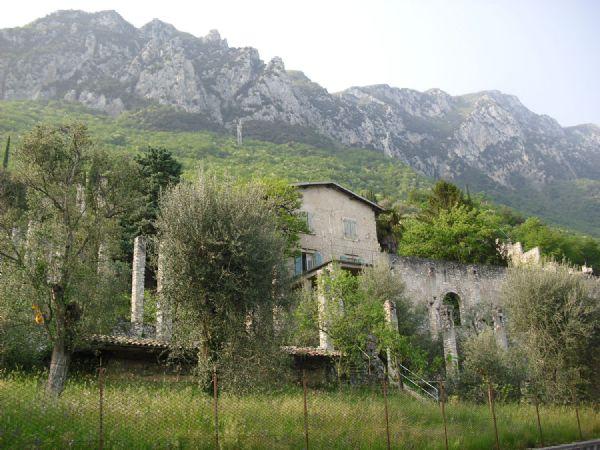 Giardino Zen Lago Di Garda : Giardino ex limonaia sul lago di garda location per